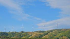 De turbine van de wind met wolken stock footage