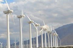 De turbines van de wind, geel gebied Royalty-vrije Stock Fotografie