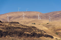 De turbines van de wind, geel gebied Royalty-vrije Stock Foto