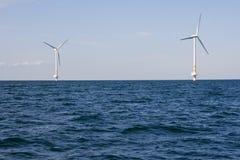 De turbines van de wind op een overzees Royalty-vrije Stock Foto