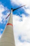De turbines van de wind op groen gebied Stock Fotografie