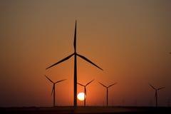 De turbinezonsondergang van de wind Stock Foto