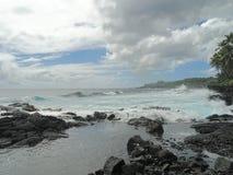 De turkooise oceaan op het grote Eiland Hawaï Stock Afbeelding