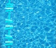 De turkooise pijlen van het de zomerthema op poolwater Royalty-vrije Stock Afbeelding