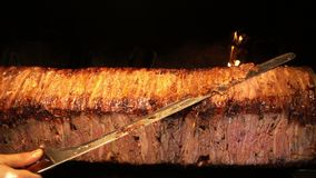 De Turkse Anatolische Traditionele Oostelijke Voedselrundvlees of Kebab van Lamsdoner stock footage