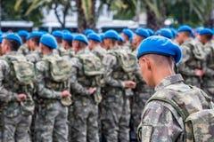 De Turkse militairen wachten op Militaire parade in Turkije stock afbeelding