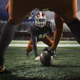 De två amerikanska fotbollsspelarna i handling Royaltyfri Foto