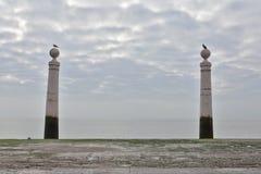 De två kolonnerna på Cais das Colunas Royaltyfria Foton
