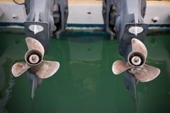 De twee bootmotor met propeller detailleert schot Stock Foto's