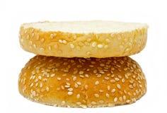De twee die helft van hamburgerbrood op wit wordt geïsoleerd Royalty-vrije Stock Afbeelding