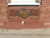 De twee-geleide adelaar op de muur van het gebouw in 1899, een zeldzaamheid Royalty-vrije Stock Fotografie