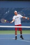 De twee keer Grote praktijken van Lleyton Hewitt van de Slagkampioen voor US Open 2014 Stock Foto's
