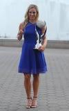 De twee keer Grote Slagkampioen Angelique Kerber van Duitsland stelt met WTA Nr 1 trofee Royalty-vrije Stock Foto's