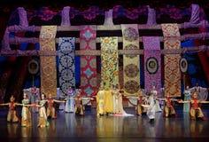 De tweede handeling: een feest in de van het paleis-heldendicht de Zijdeprinses ` dansdrama ` stock afbeelding