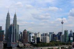 De tweelingtoren van KLCC en KL-Toren de de bouwpictogrammen van Kuala Lumpur Malaysia Royalty-vrije Stock Fotografie