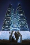 De tweelingtorens van Kerry Center bij nacht, Peking, China Royalty-vrije Stock Afbeeldingen