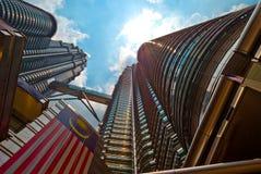 De TweelingTorens van Kuala Lumpur tegen Dag Royalty-vrije Stock Fotografie