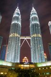 De Tweelingtorens van Petronas bij nacht Stock Fotografie