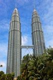 De TweelingTorens van Petronas in Kuala Lumpur, Maleisië Stock Foto's