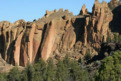 De Tweevlakshoeken in Smith Rock State Park Stock Afbeelding