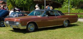 De two-door hardtop Lincoln Continental ( 1966) Royalty-vrije Stock Afbeeldingen