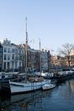 De typische boten van Amsterdam Stock Afbeeldingen