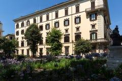 De typische bouw en tuin in stad van Rome, Itali? royalty-vrije stock afbeelding