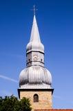 De typische Gotische Toren van de Klokketorenkerk Stock Afbeeldingen