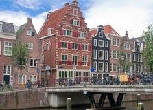 De typische huizen van Amsterdam, Nederland Royalty-vrije Stock Afbeeldingen