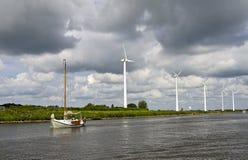 De typische mening van Nederlands kanaal royalty-vrije stock fotografie