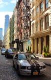 De typische nooduitgangtreden kunnen in de verbazende buurt van Brooklyn, NYC worden gevonden Stock Afbeeldingen