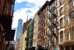 De typische nooduitgangtreden kunnen in de verbazende buurt van Brooklyn, NYC worden gevonden Royalty-vrije Stock Foto's