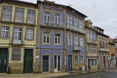 De typische oude kleurrijke woning Braga, Portugal Stock Foto