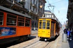 De typische oude trams van Milaan Stock Foto's