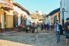 De typische Spaanse architectuur van Trinidad en kleurrijk royalty-vrije stock foto