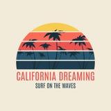 De typografie van de de brandingsillustratie van Californië met een zonsondergang Stock Afbeelding