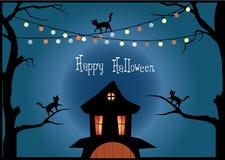 De uilen en de boom van Halloween op maanachtergrond, Vectorillustraties Stock Afbeeldingen