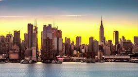 De uit het stadscentrum overgangen van Manhattan van nacht naar dag stock footage