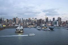 De uit het stadscentrum waterkant van Manhattan Stock Foto