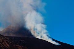 De uitbarsting van Etna stock afbeeldingen