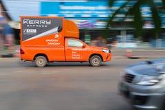 De uitdrukkelijke logistische vrachtwagen van Kerry loopt stock afbeelding