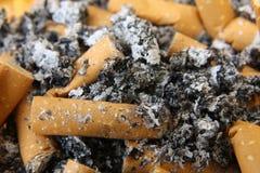 De uiteinden en de as van de sigaret Stock Afbeeldingen