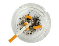 De uiteinden van sigaretten in asbakje Stock Foto