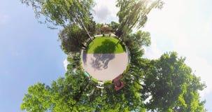 De uiterst kleine carrousel van het planeetkind ` s stock video