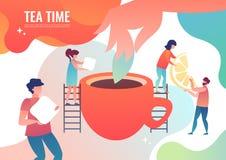 De uiterst kleine mensen maken thee royalty-vrije stock fotografie