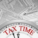 De uiterste termijn van de belastingstijd op een klok Stock Fotografie