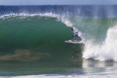 De Uitgang van de Rit van de Buis van Kelly Slater Surfer stock afbeelding