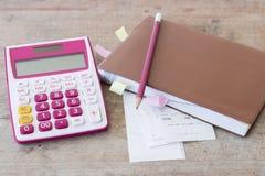 De uitgave van de misstappenbetaling van creditcard en controlecontrole maandelijks stock afbeelding