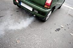 De uitlaatpijp van de auto Stock Fotografie
