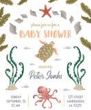 De uitnodiging van de babydouche met overzeese planten, koralen, zeewier, stenen en dieren Hand getrokken mariene flora en fauna  Royalty-vrije Stock Foto's